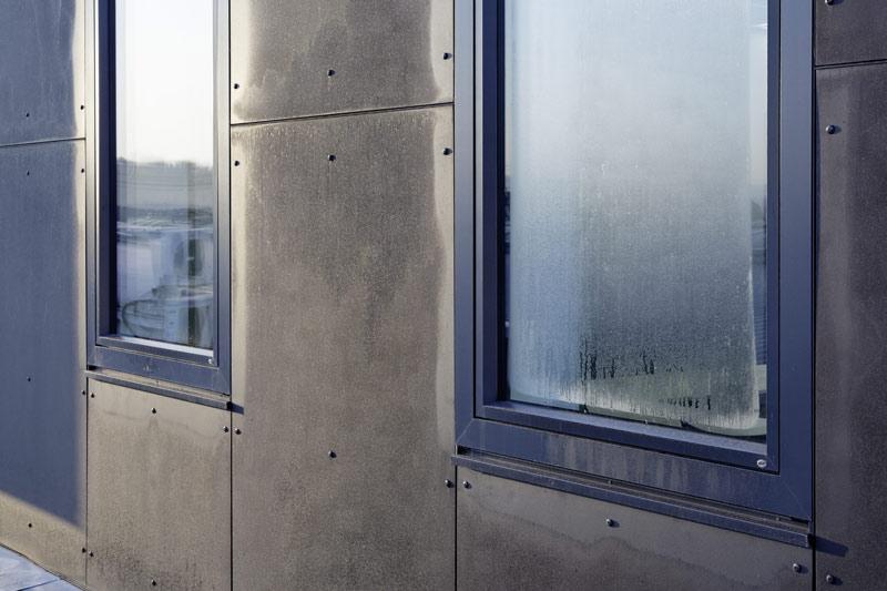 skraplanie się wody na oknach