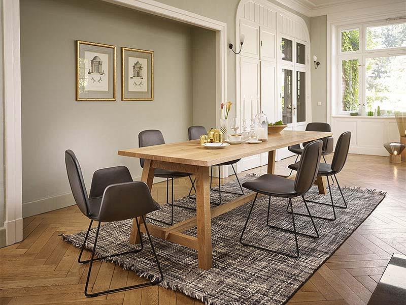 krzesła i pufy