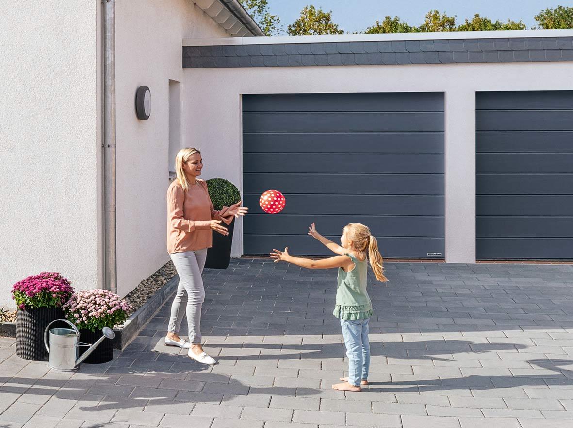Planar – nowa powierzchnia bramy garażowej - promocja w firmie Hörmann