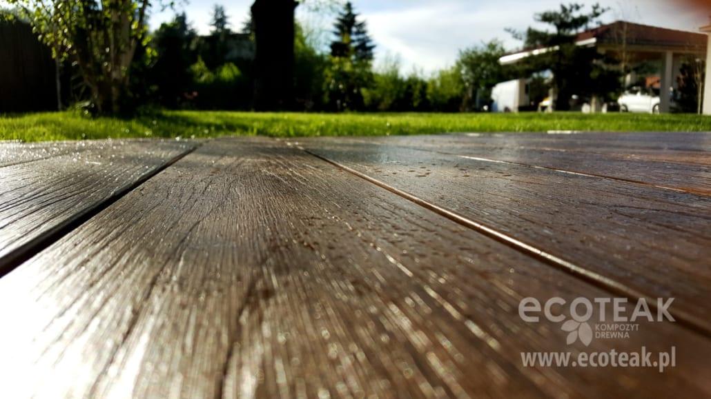 taras z kompozytu drewna