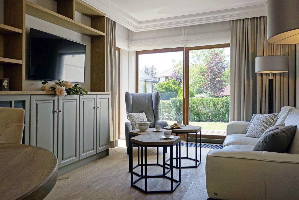 Kameralny apartament na Woli Justowskiej – przytulne, ciepłe wnętrze