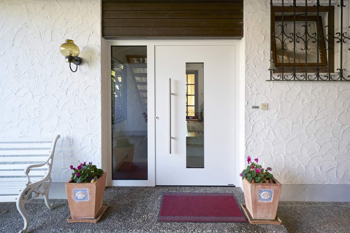 Nowe drzwi zewnętrzne firmy Hörmann - szybka wymiana drzwi przez autoryzowanego partnera
