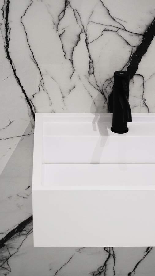 Odpływ liniowy w umywalkach na wymiar Luxum